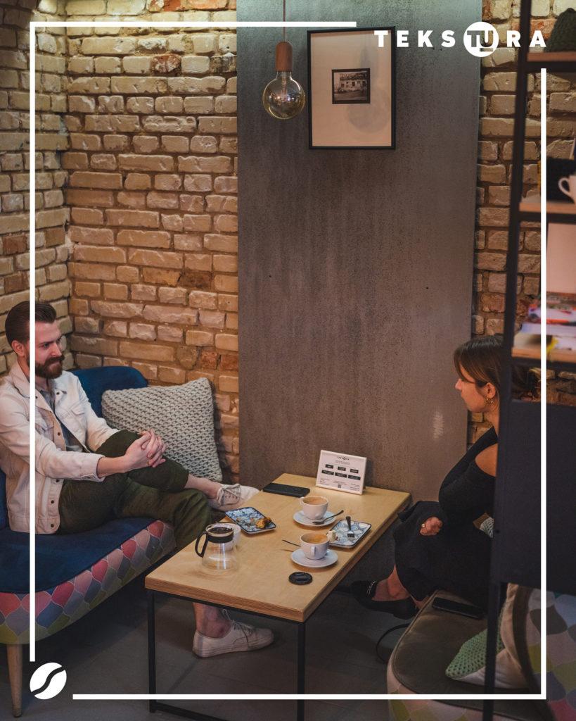 kawiarnia-jezyce-poznan-gdzie-na-kawe-tekstura
